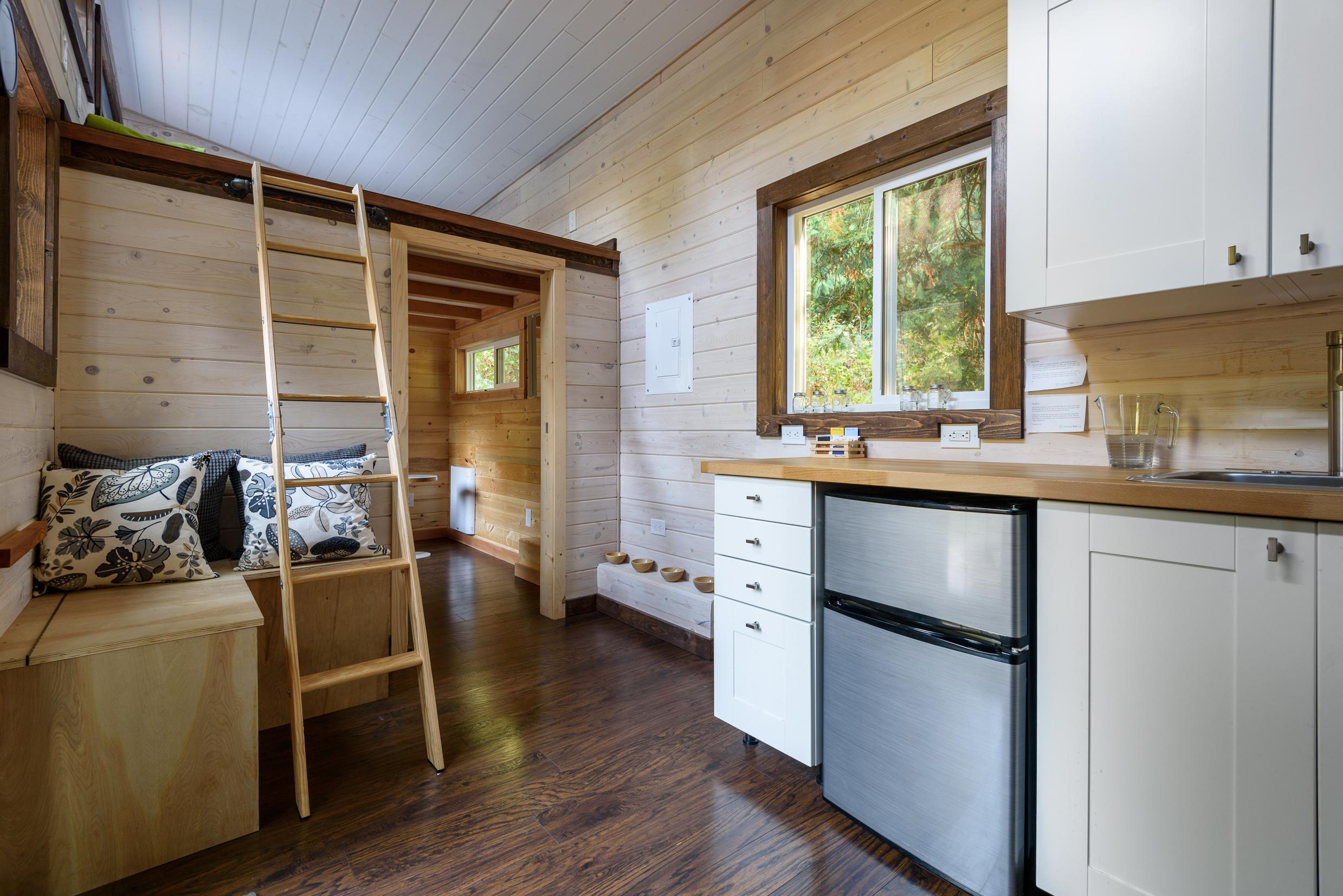 Desain-Apartemen-2-Kamar-Ruang-Vertikal