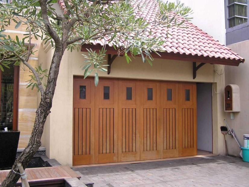 Garasi Rumah Minimalis dengan Pintu Lipat