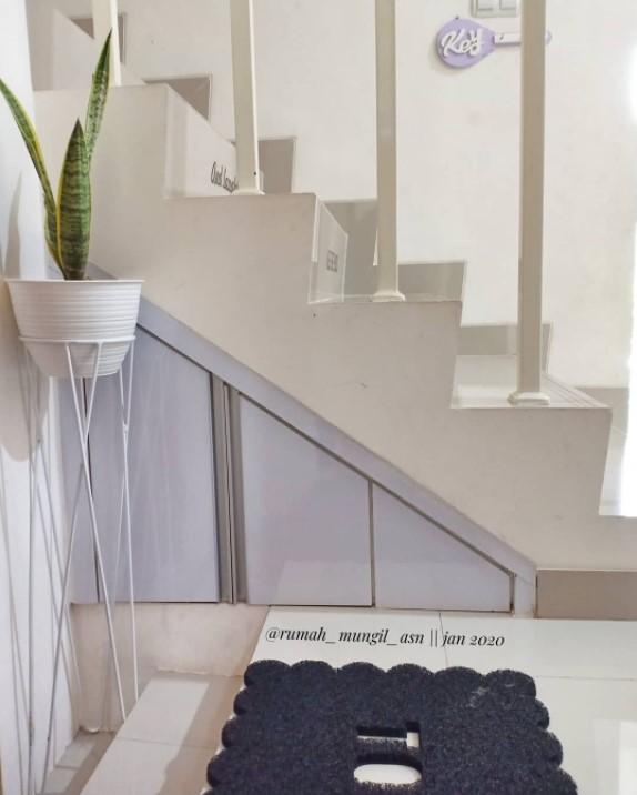 gudang di bawah tangga