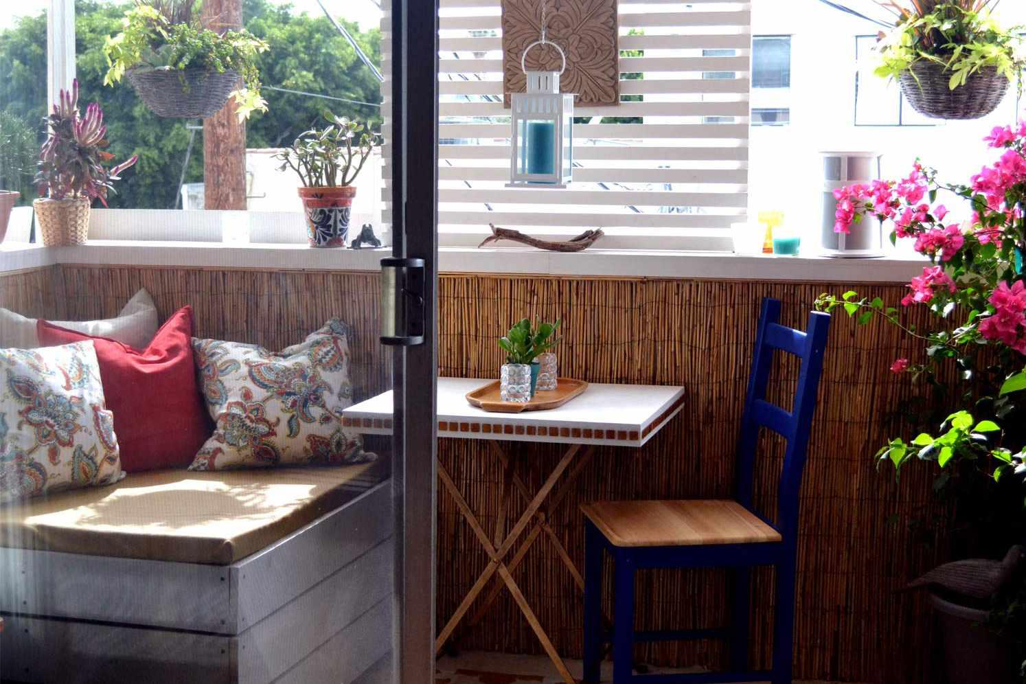 Balkon Rumah Minimalis Bergaya Urban