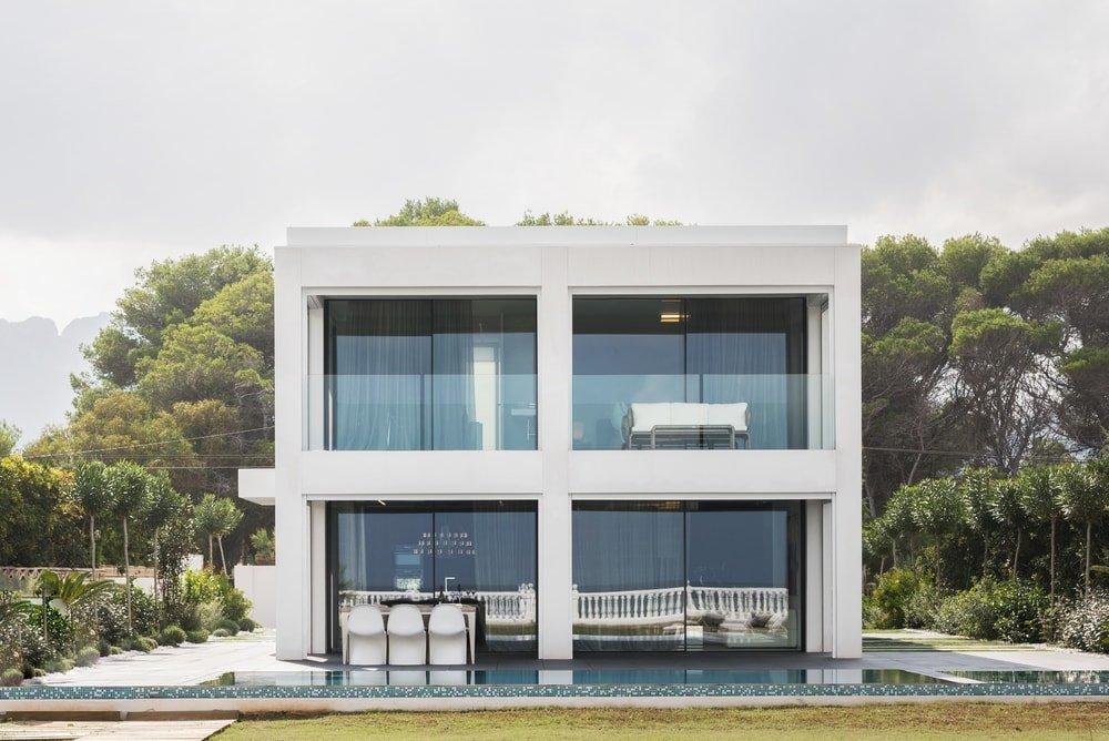 Eksterior Rumah Minimalis dengan Dominasi Warna Putih