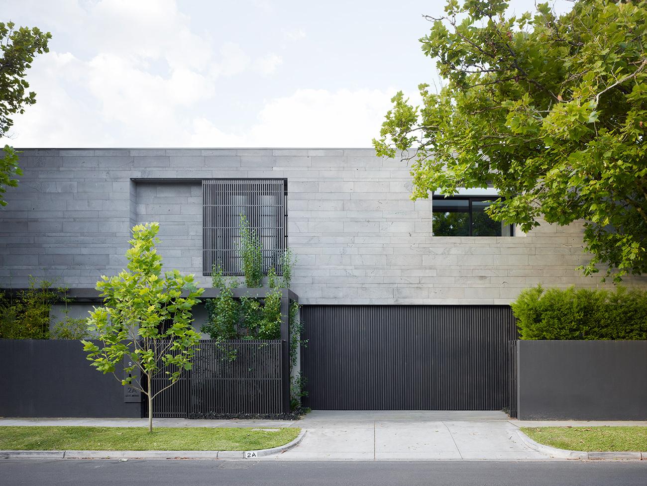Eksterior Rumah Minimalis dengan Gaya Kontras