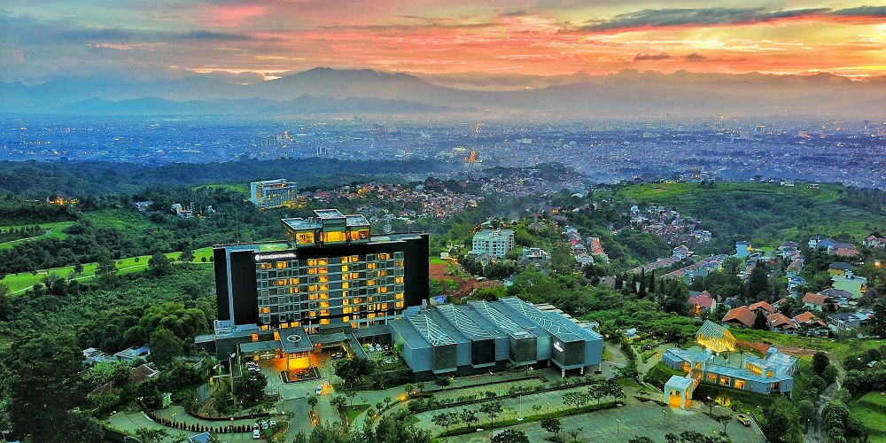 Tinggal di Bandung