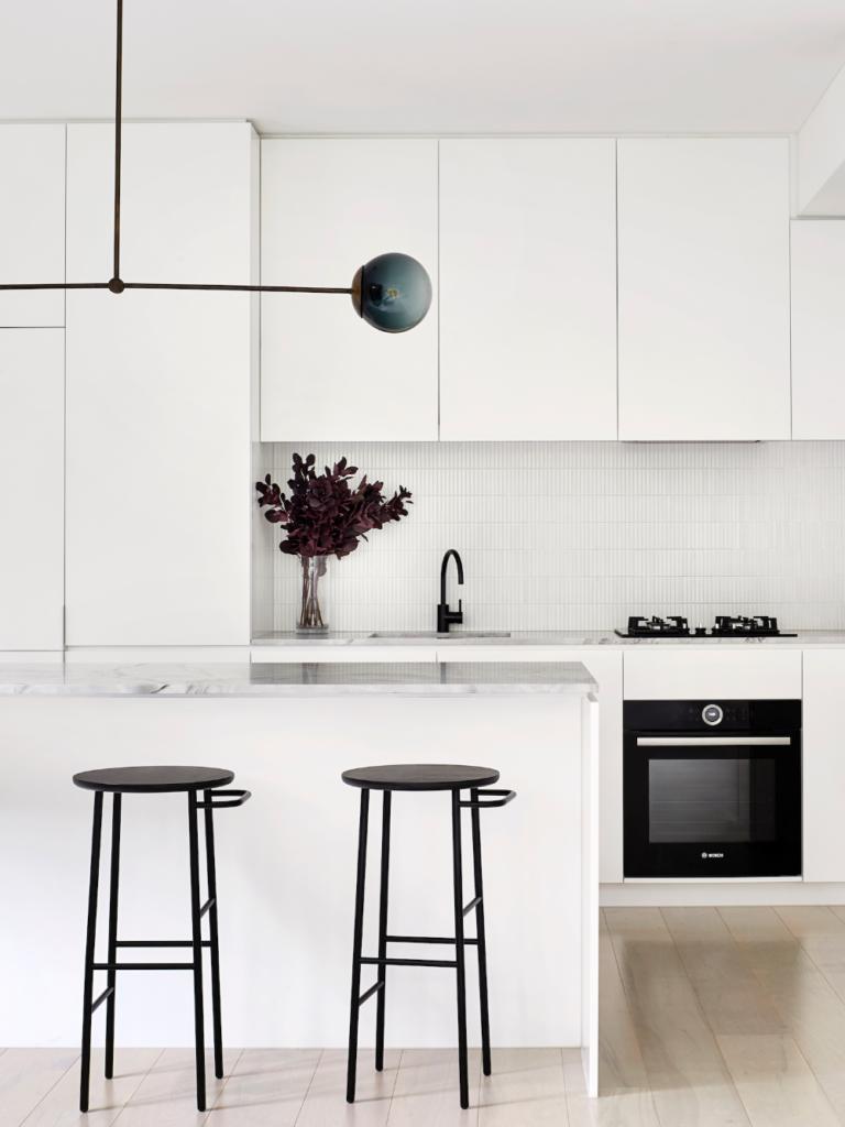Furniture rumah monochrome 3