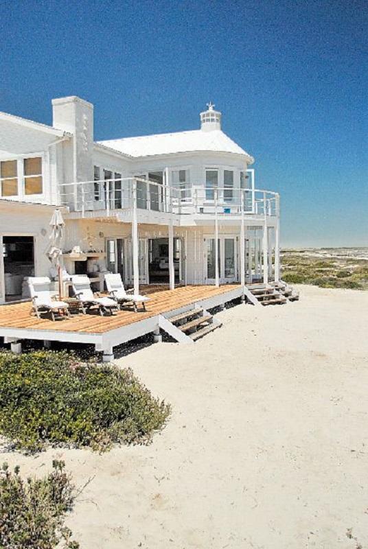 rumah pinggir pantai