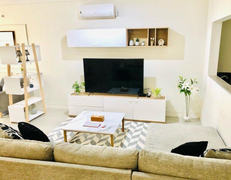 9 Desain Ruang TV Minimalis Terbaik. Mungil, Estetik, dan Tetap Penuh Kehangatan