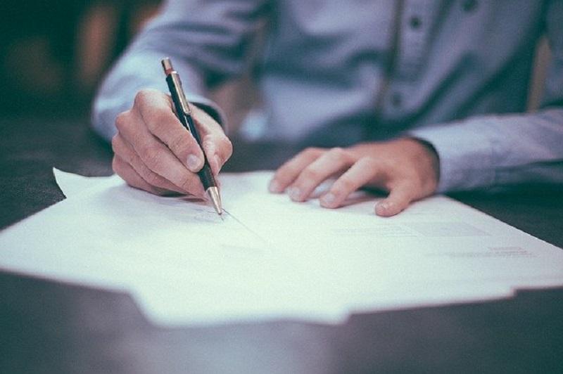 tanda tangan dokumen