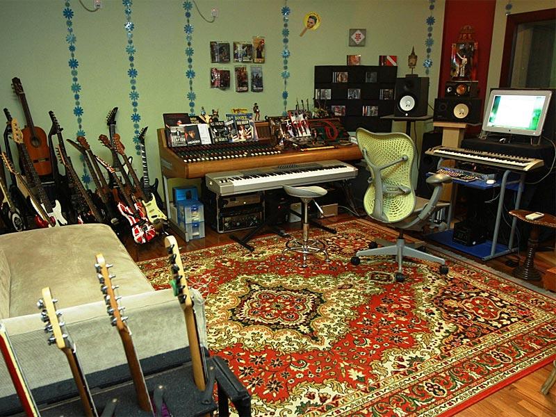 Rumah Baron mantan gitaris GIGI
