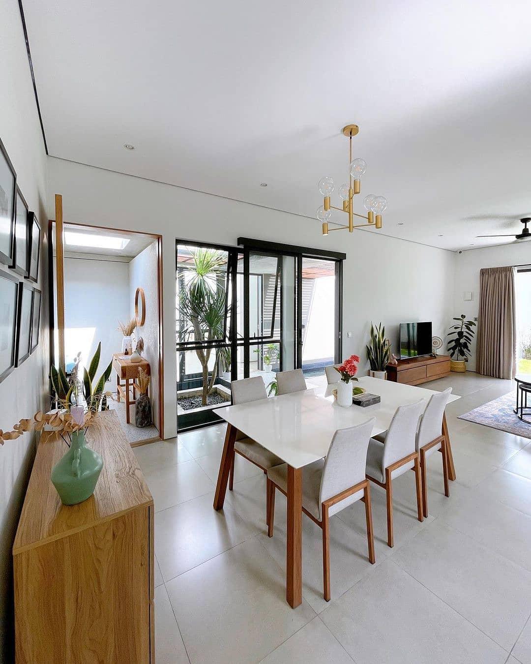 ruang makan minimalis bernuansa putih