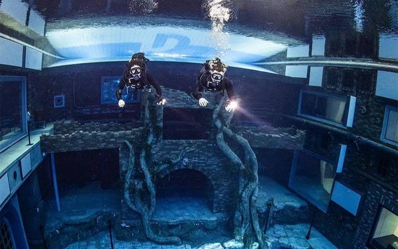 Kolam renang terdalam di dunia