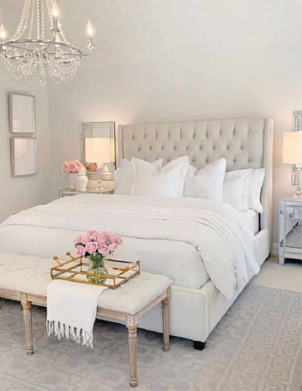 Interior kamar tidur putih