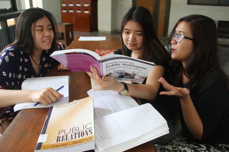 mahasiswa ilmu komunikasi