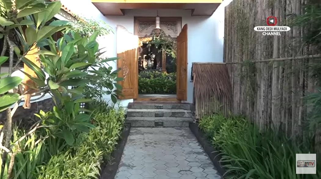 Rumah Dedi Mulyadi_2