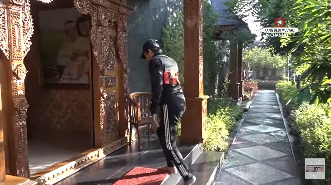 Rumah Dedi Mulyadi_4
