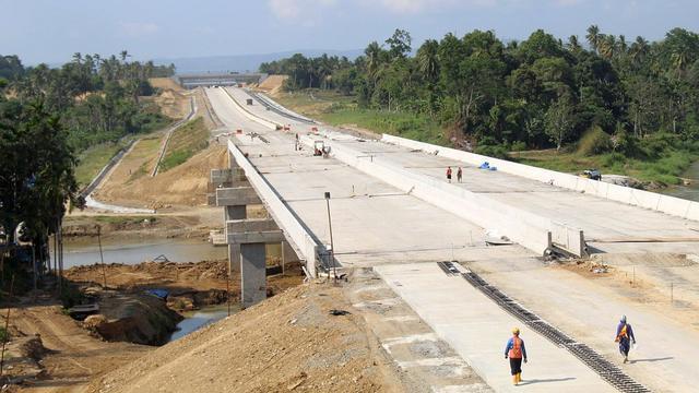 Proyek infrastruktur ruas jalan tol