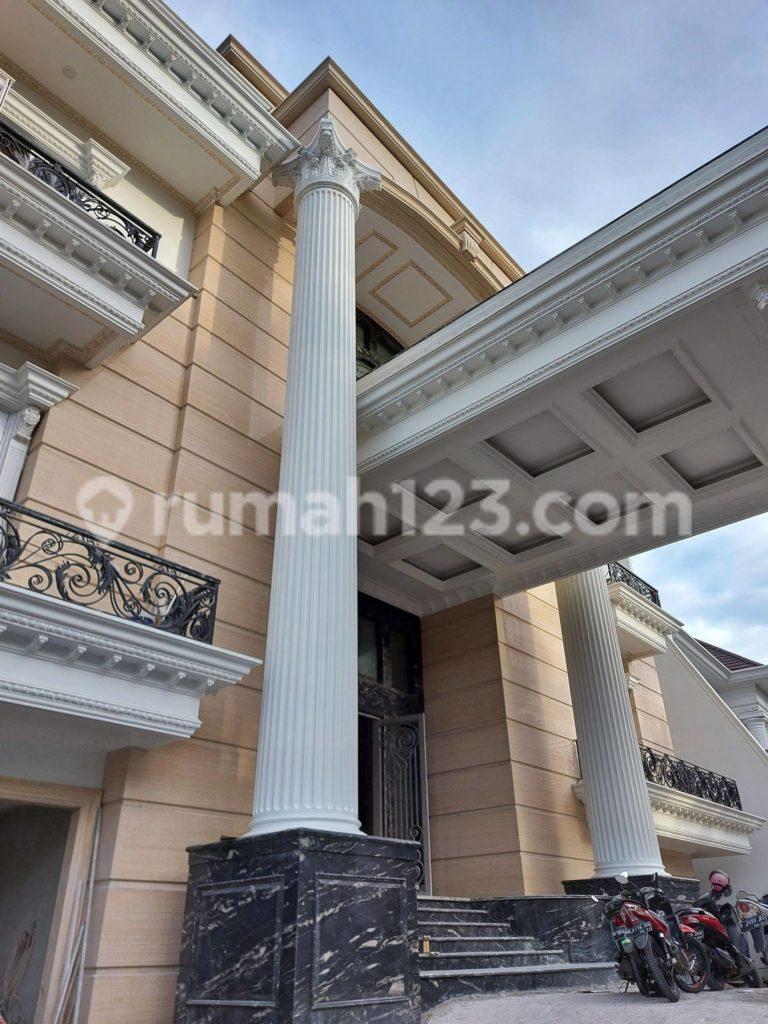 Rumah Baru Megah Bergaya Royal Klasik Pondok Indah
