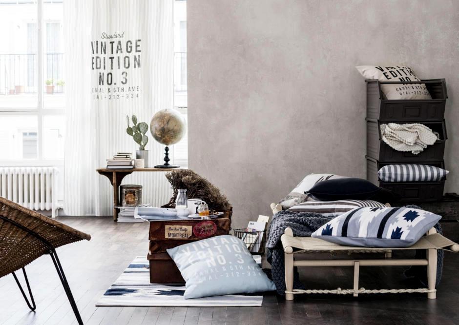 Ruang Tamu Tanpa Sofa Bergaya Vintage