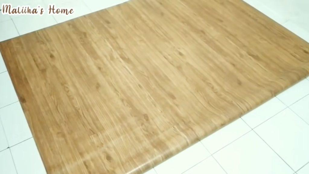 mengganti lantai dengan karpet vinyl