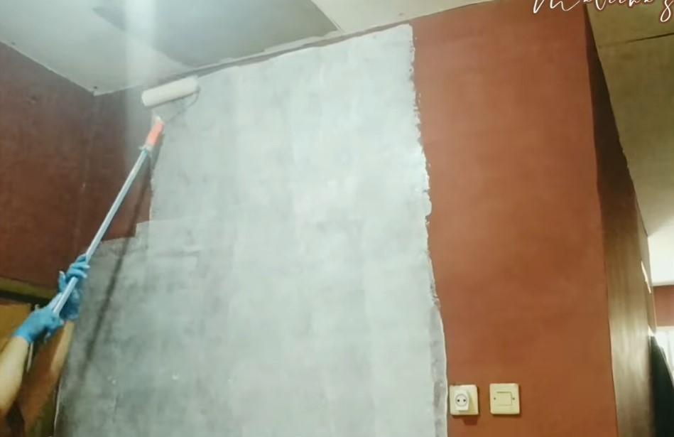 mengecat dinding dapur