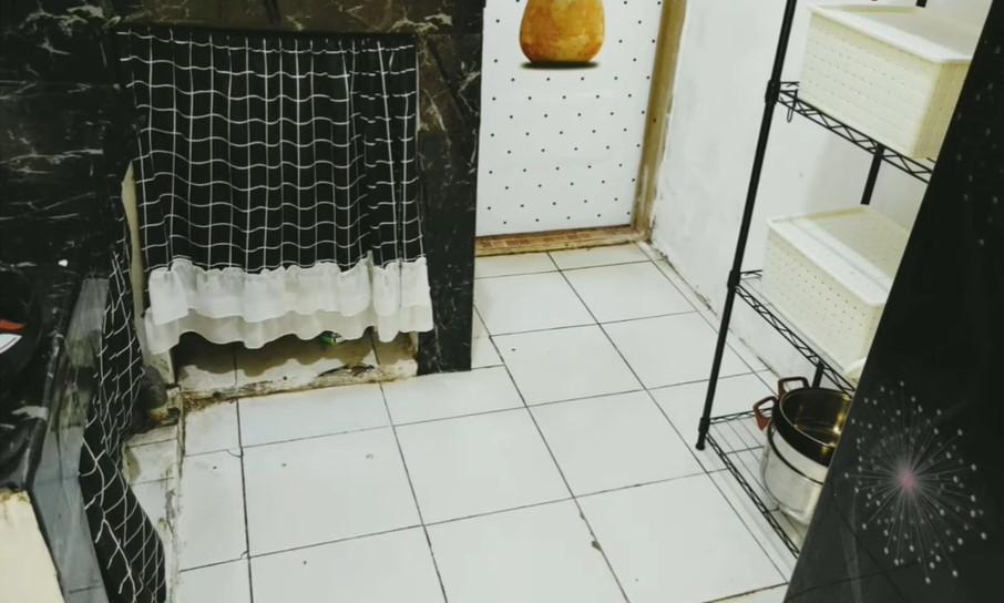 memasang gorden untuk bagian bawah dapur