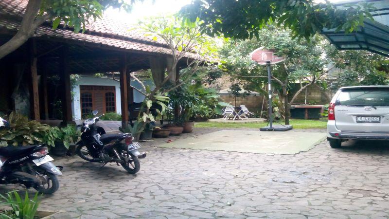 Halaman rumah Bambang Widjojanto