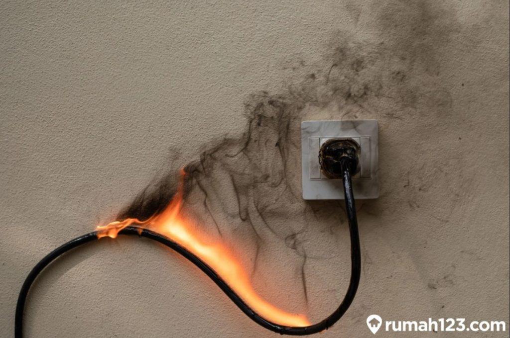 listrik korslet