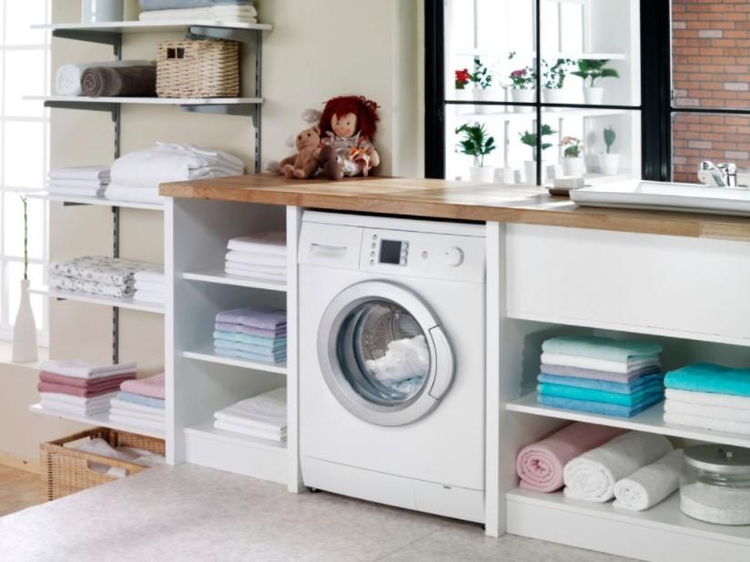 Ruang Laundry Menyatu dengan Lemari Pakaian Minimalis