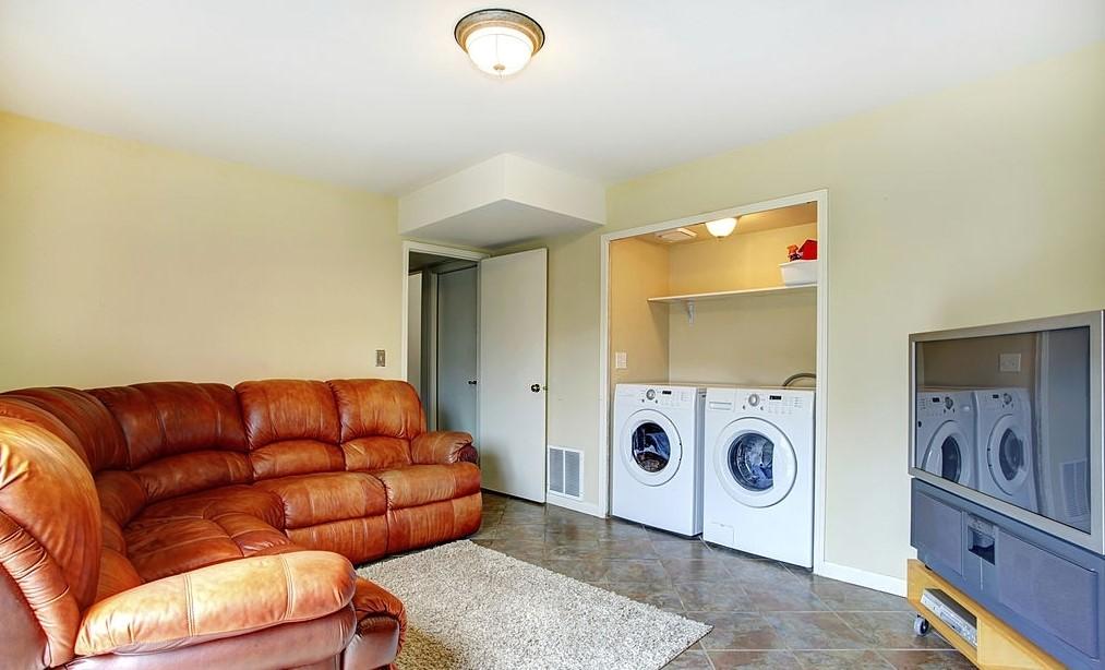 Ruang Laundry di Ruang Keluarga