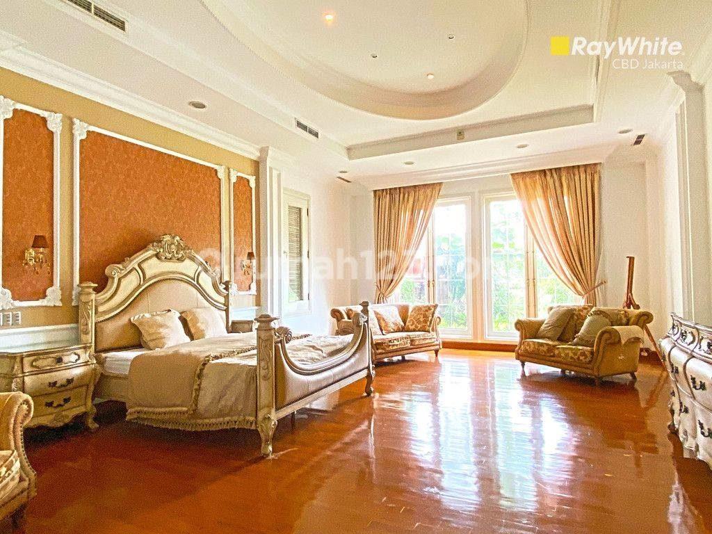 kamar tidur rumah orang kaya di kebayoran lama