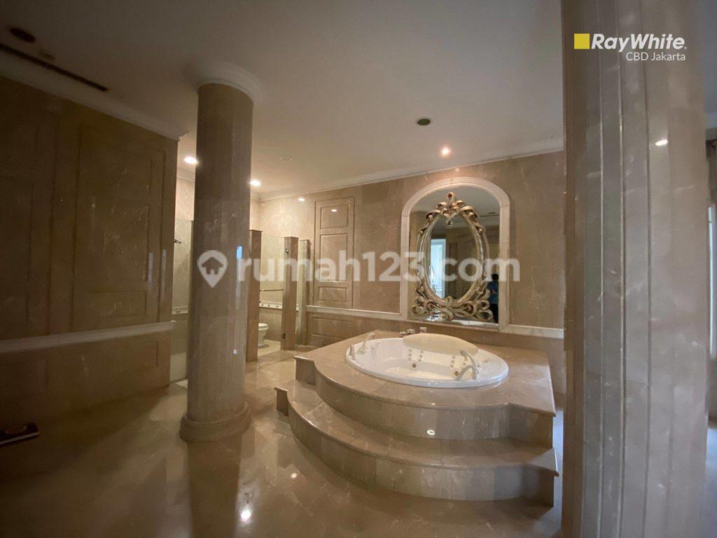 kamar mandi rumah orang kaya di kebayoran lama