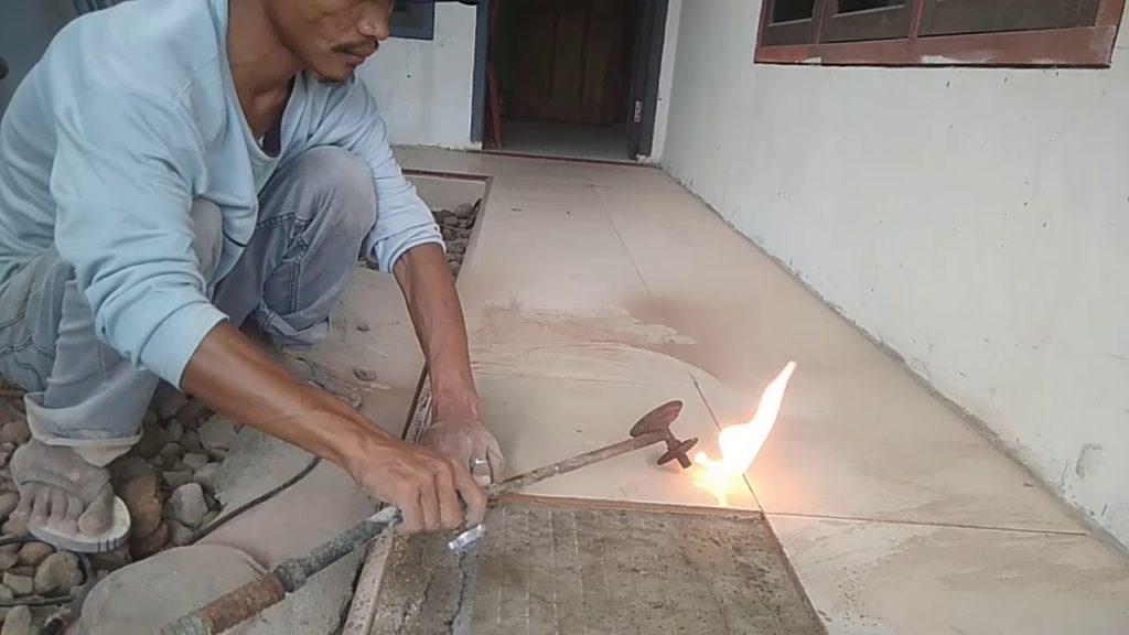 bongkar keramik