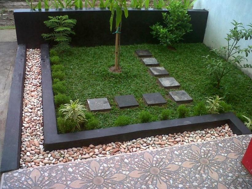 Halaman Depan Rumah dengan Dekorasi Stone Garden