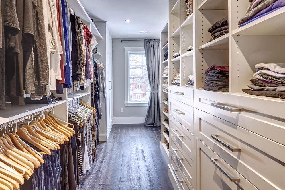 Tips Menata Walk In Closet Mini