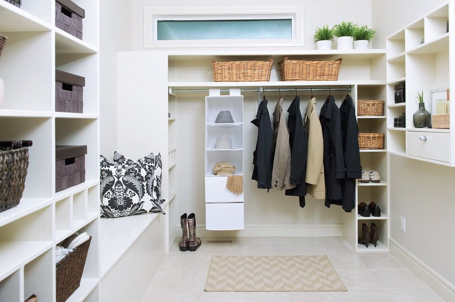 Walk In Closet di Kamar Minimalis