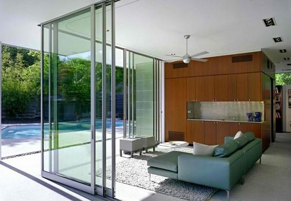 Pintu Geser Kaca di Bagian Samping Rumah