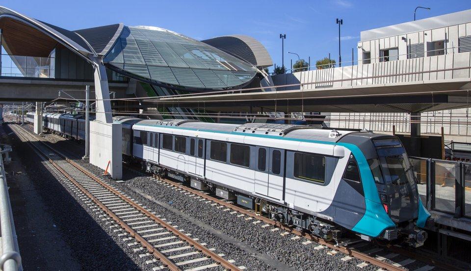 Sydney Metro, Australia Proyek kereta api perkotaan terbesar dalam sejarah Australia ini akan menjadi transportasi umum yang sangat dibutuhkan di wilayah New South Wales. Adapun, jalur pertama Metro Sydney telah dibuka bagi masyarakat melalui jalur Metro North West yang sudah mencakup 13 stasiun. Hingga kini, pembangunan Metro Sydney akan melintasi wilayah pusat kota yang diprediksi rampung pada 2024 mendatang.