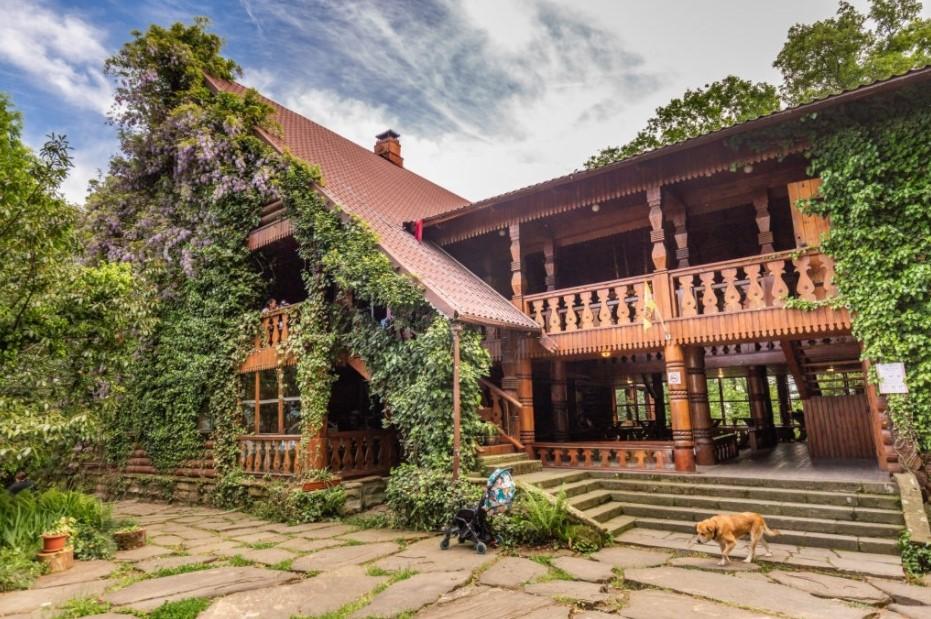Rumah Kampung dengan Halaman Luas