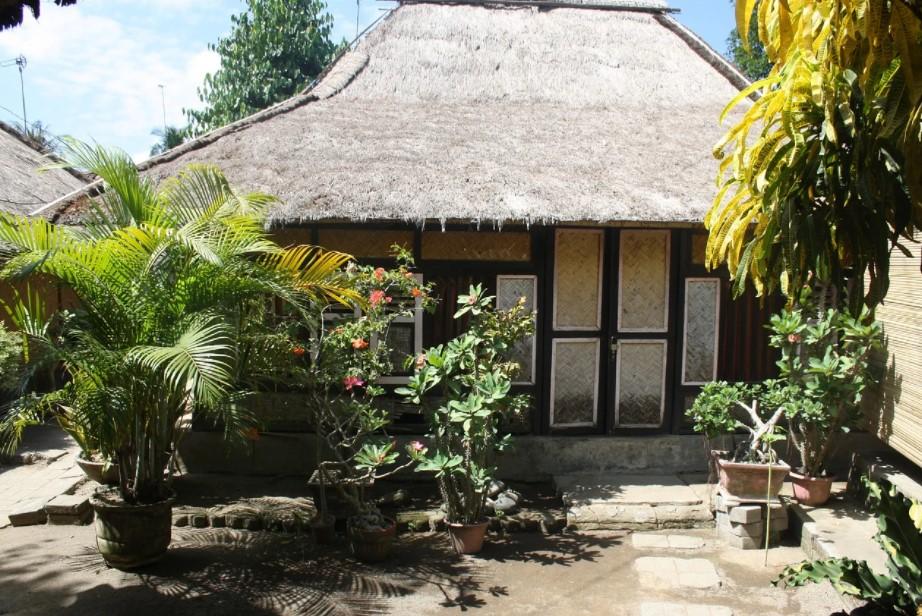 Rumah Kampung Sederhana Atap Jerami