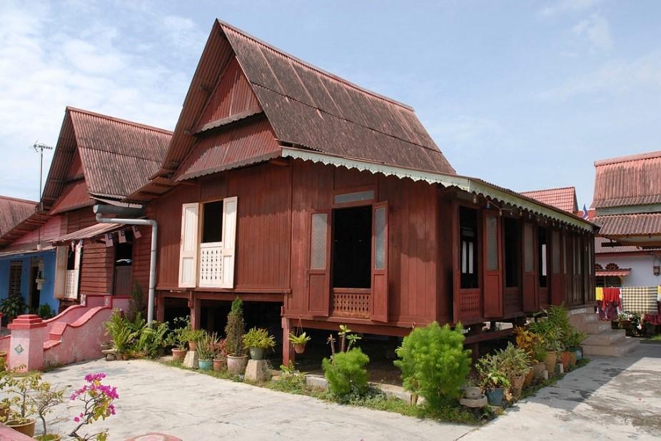 Rumah Kampung Sederhana Berbahan Kayu