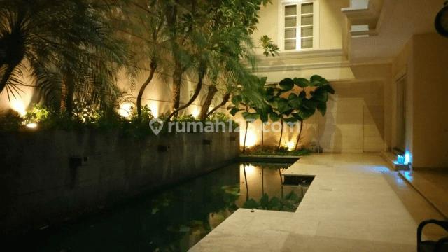 kolam renang rumah mewah 2 lantai di menteng