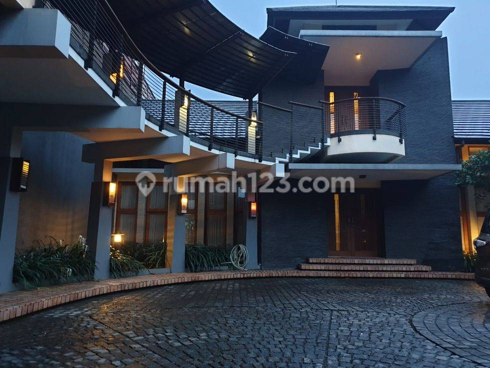 rumah villa mewah