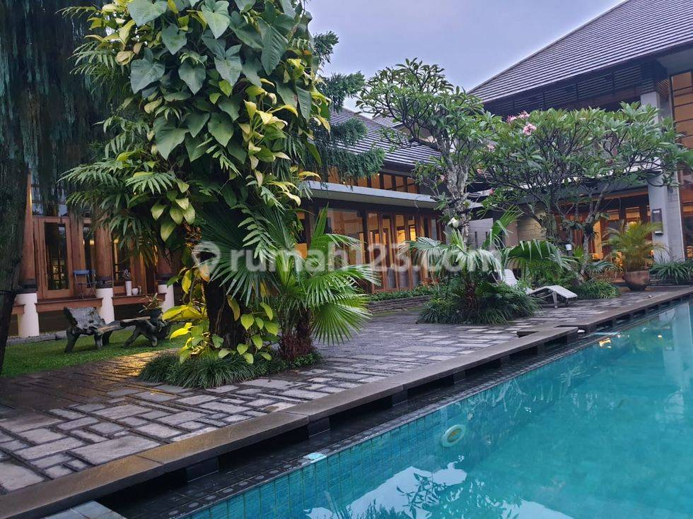 rumah villa mewah 2