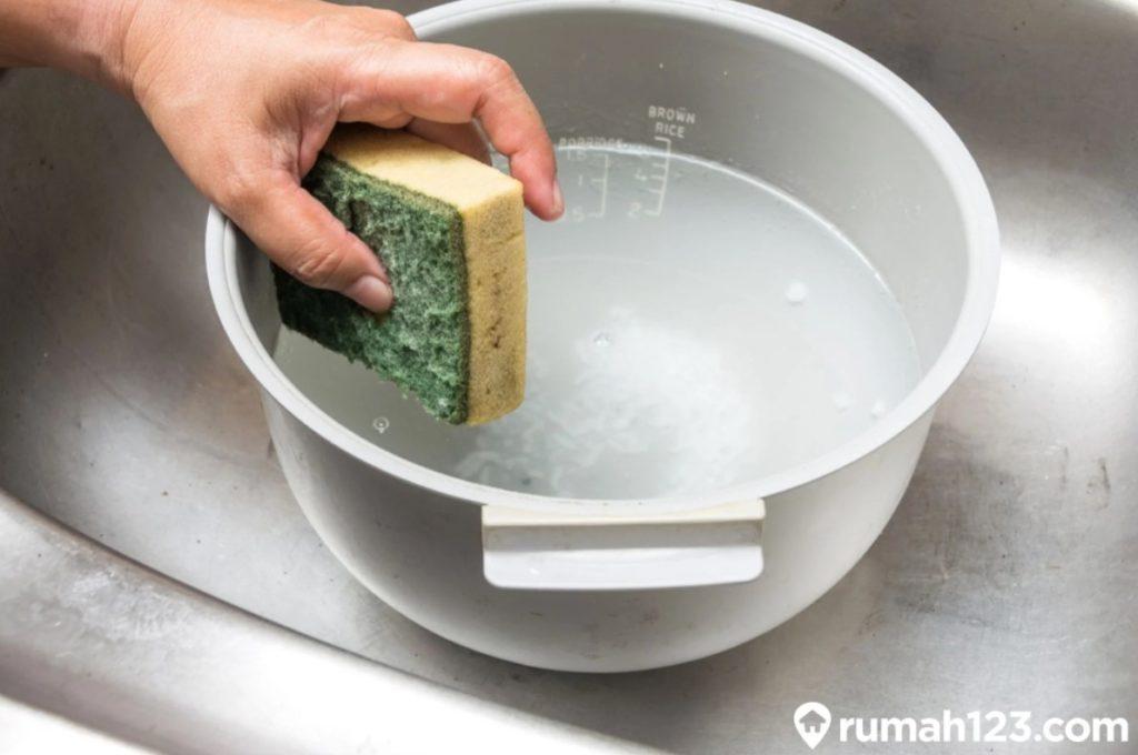 cara membersihkan rice cooker